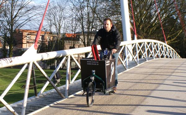 Dries van Tuub to the bike-rescue.
