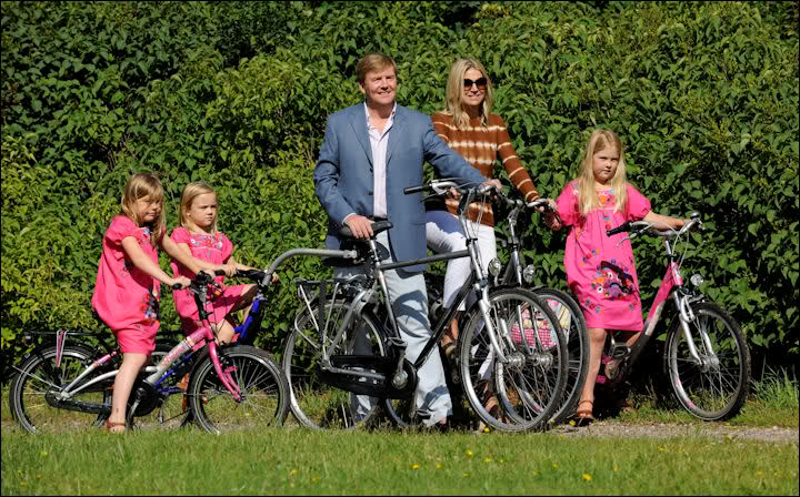 Family cycling; Willem-Alexander, Maxima and their three daughters on bikes